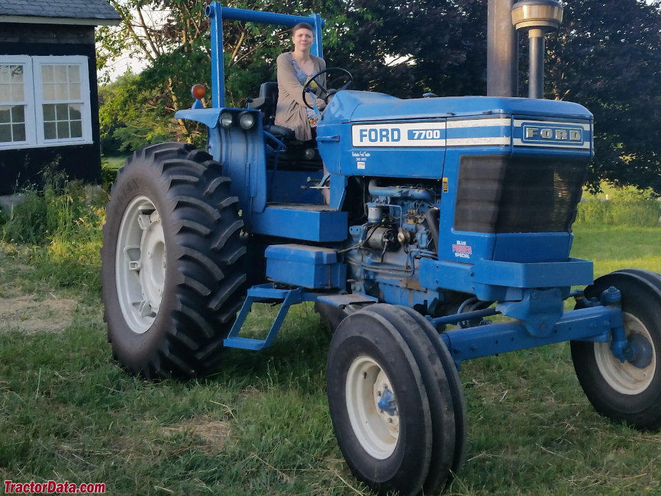 TractorDatacom Ford 7700 tractor photos information