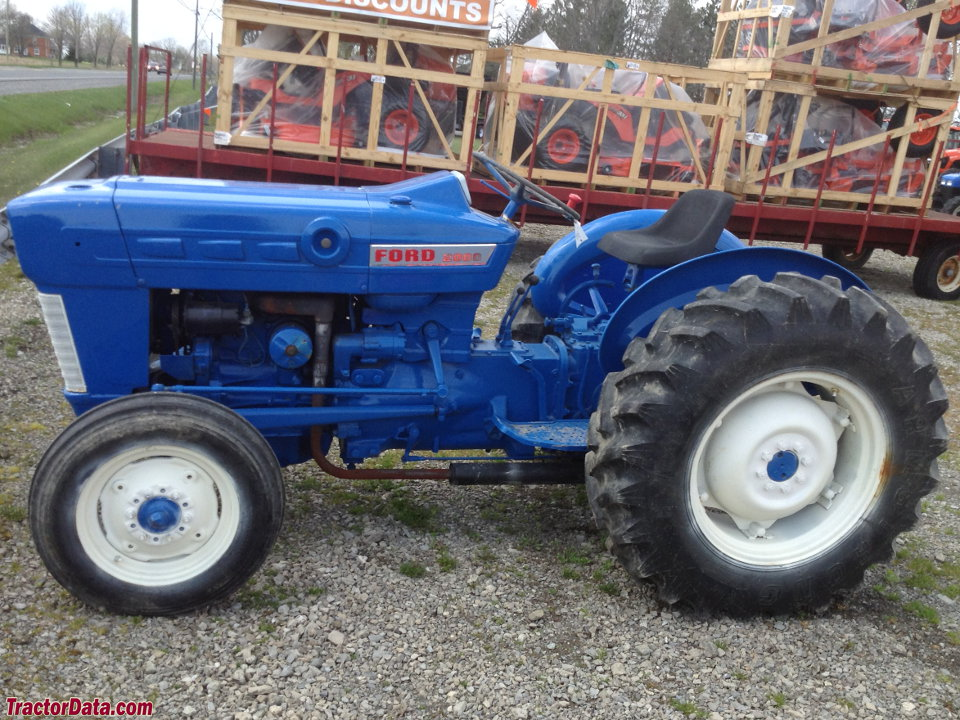 TractorDatacom Ford 2000 tractor photos information