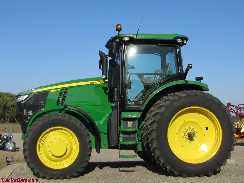 John Deere 7230R. left side