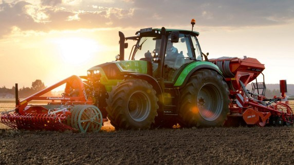 Tractores Deutz-Fahr con aperos delantero y trasero