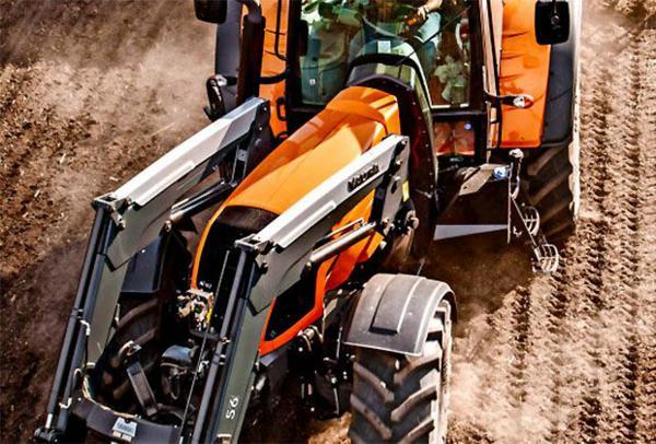 Tractores articulados: Tractor articulado Valtra con cargador frontal