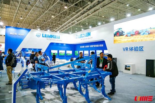 Aperos Lemken en feria de maquinaria en China