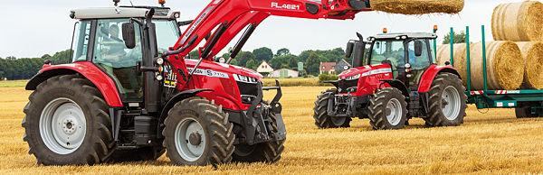 Tractores Massey Ferguson cargando paja