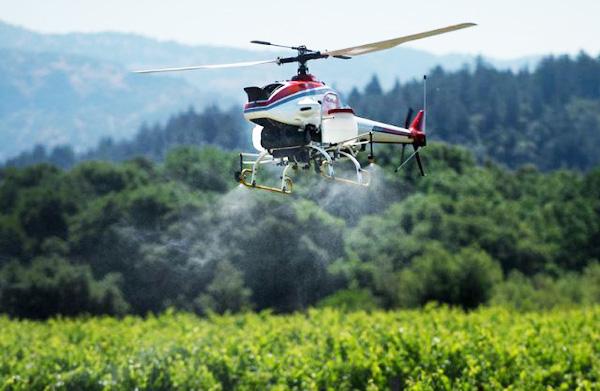 Dron para pulverizar cultivos Yamaha RMAX