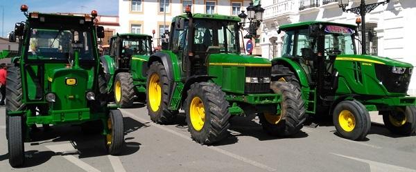Tractores John Deere de diferentes gamas