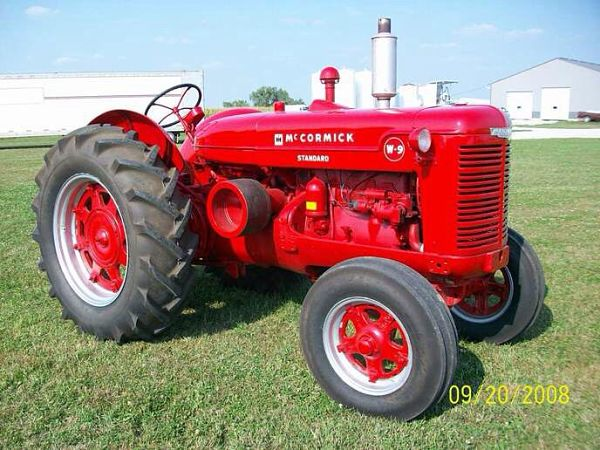 Tractor McCormick W9