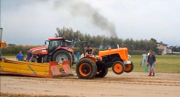 Tractor realizando tiro en Tractor Pulling