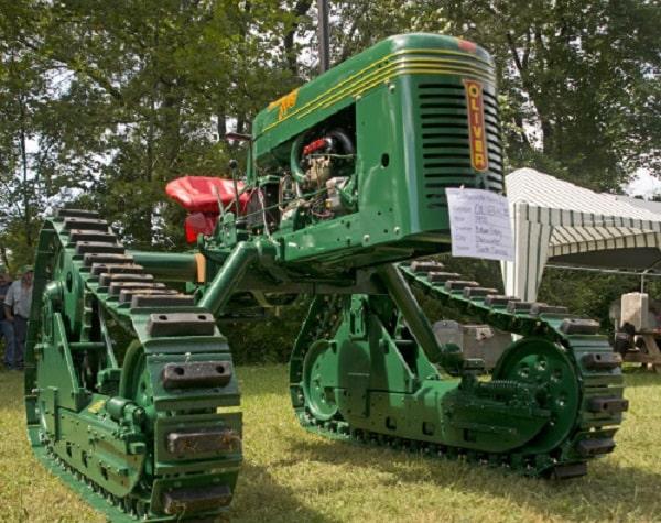 Oliver modelo HG de 1950, uno de los tractores zancudos con orugas