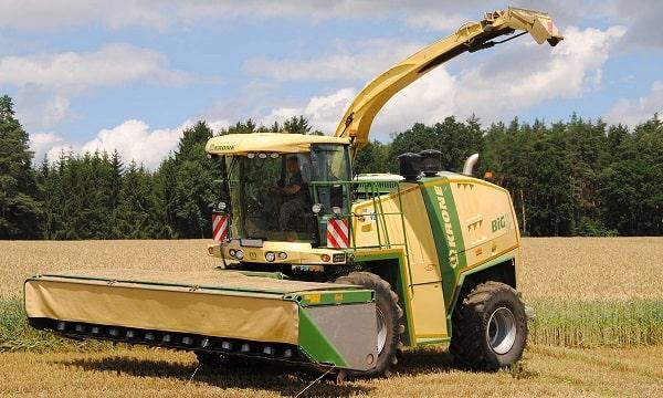 Picadora Krone BIG X 700 con cabezal para cereales