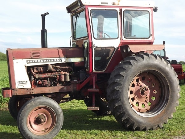 Tractor International 806 con cabina