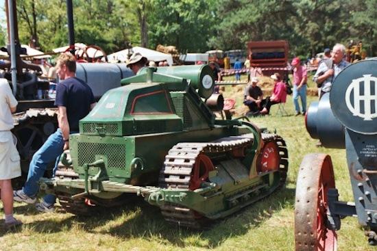 Uno de los primeros modelos de tractor Renault