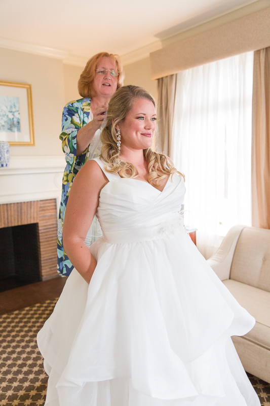 bride, wedding dress, mother of the bride, happy, getting ready, ocean cliff wedding, wedding, tracy jenkins photography, wedding photography, beach wedding, newport wedding, ocean cliff, rhode island