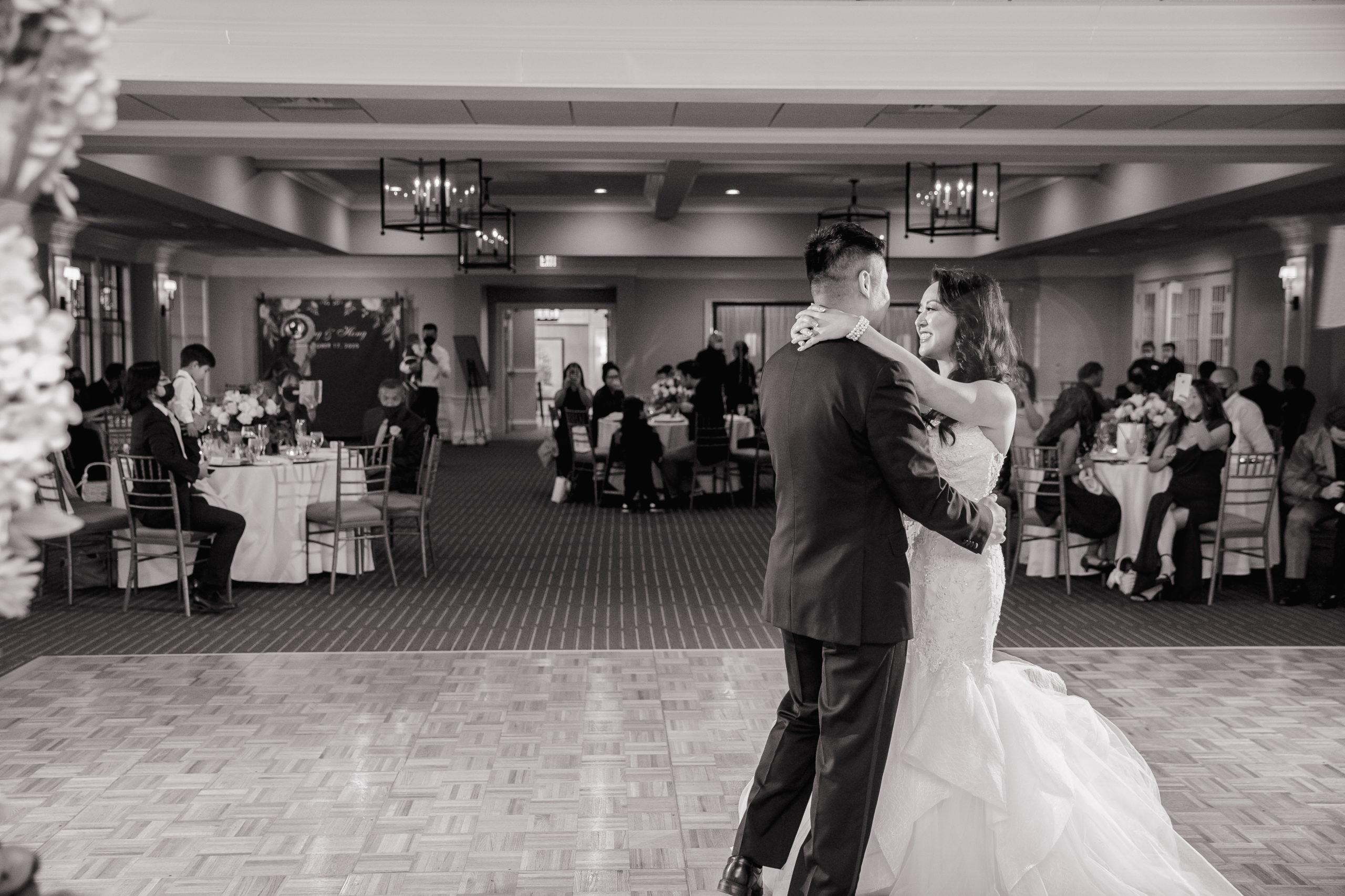 Harbor lights, warwick, rhode island, RI, Tracy Jenkins Photography, RI wedding photographer, Rhode Island wedding photographer, micro-wedding, wedding reception, first dance