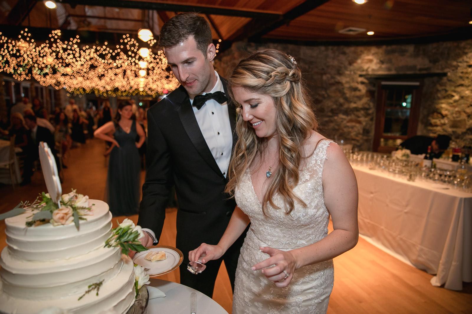 Wedding, Narragansett Towers, The Towers, Narragansett, Rhode Island, RI, Tracy Jenkins photography, RI wedding photographer, Rhode Island wedding photographer, cake cutting, wedding cake