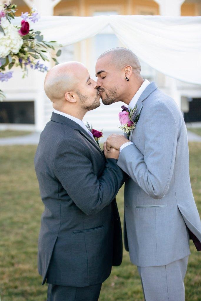 Eisenhower House, Newport, Rhode Island, Tracy Jenkins Photography, wedding, LGBTQ+, LGBT, Gay, Inclusive, Photography, Wedding photography, kiss, grooms