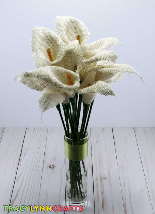 You can make these easy DIY burlap calla lilies