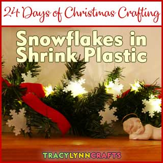 Make these mini snowflakes from shrink plastic and decorate your holiday