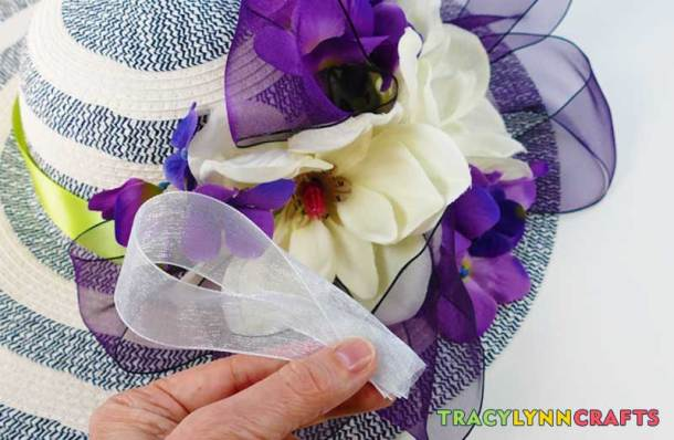 Add accent ribbons to the Kentucky Derby hat