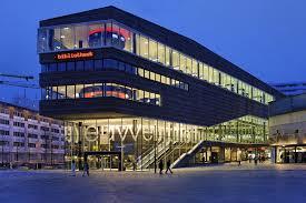 Almere is met bibliotheek een publiek gebouw rijker