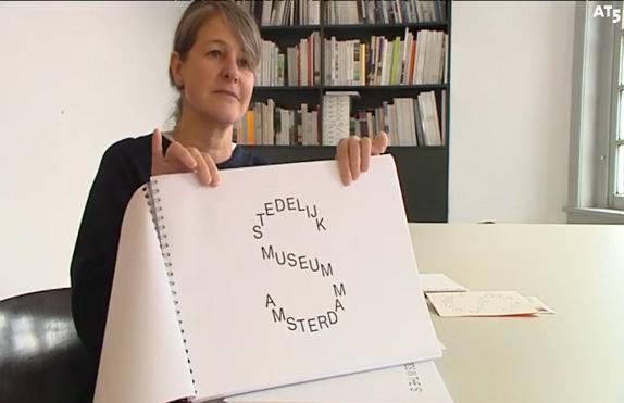 Woorden vormen beeld in nieuw logo Stedelijk