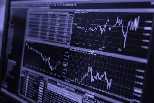 """Canva-Stock-Trading-Monitor-Black-and-White-copia-1024x682 Money Management: """"trada"""" con i soldi degli altri"""