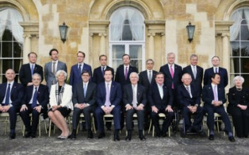 A'family photo' of the G7 attendees in London, May 2013Source: gov.uk