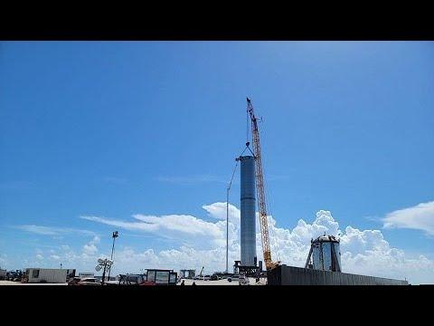 SpaceX posiciona o maior foguete já construído em base de lançamento
