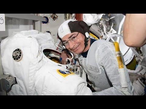 Astronauta explica problema de saúde que adiou caminhada espacial