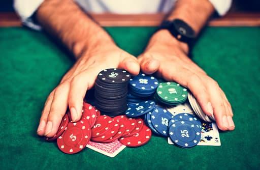 オンラインカジノで稼ぐこと