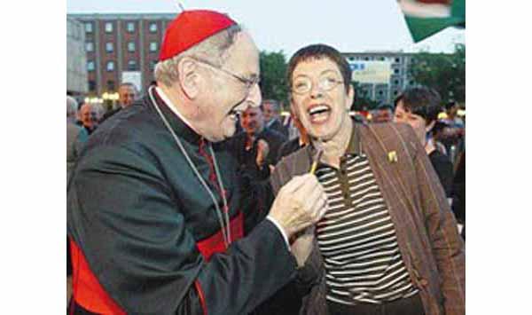 Cardenal Meisner disfrutar del Carnaval 02