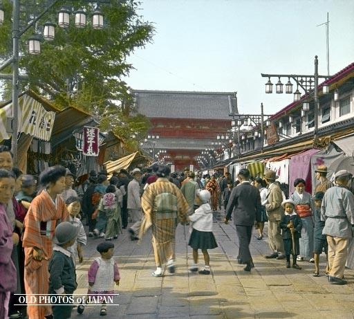 Nakamise Doori (1934) Tratta da Old Photos fo Japan