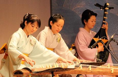 Sakura Komachi: koto e biwa, immagine tratta da Internet