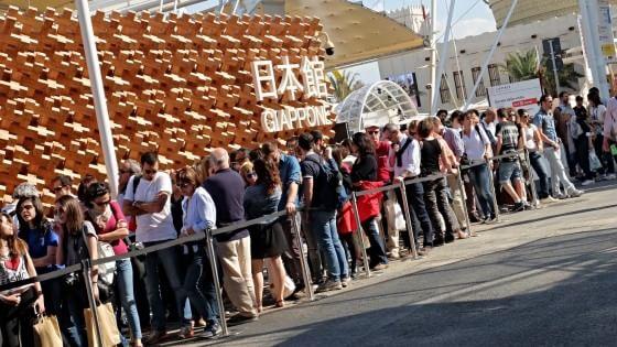 Le interminabili file al padiglione Giappone di Expo. Ph credit: Repubblica.it