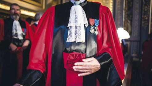 Un soupçon de conflits d'intérêts qui aurait dû légitimement amener les trois magistrats à se déporter d'une affaire dans laquelle ils étaient partie prenante.