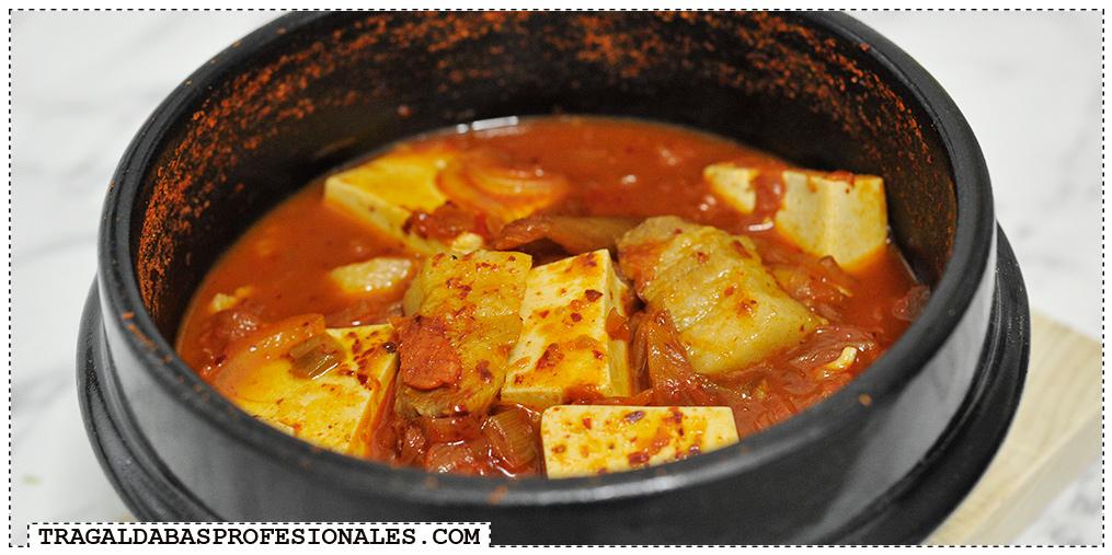 Tragaldabas Profesionales - Sopa coreana kimchi jjigae