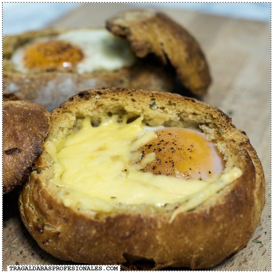 Receta de huevos al horno en bollo de pan - Tragaldabas Profesionales