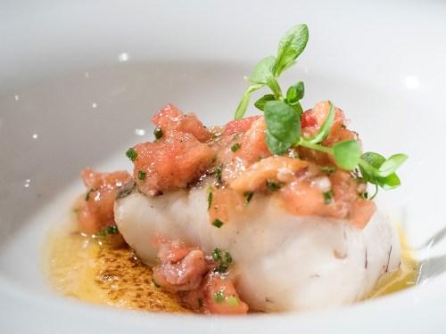 _tajada-de-merluza-a-la-media-sal-con-salmon-ahumado-@-cañadio