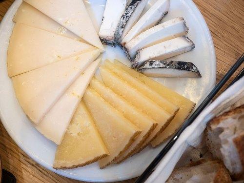 taberna-la-tienta-madrid-tragaldabas-profesionales-queso