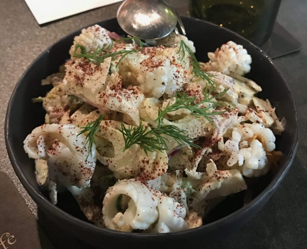 Ensalada hinojo ecológico y calamar - Ma Khin cafe