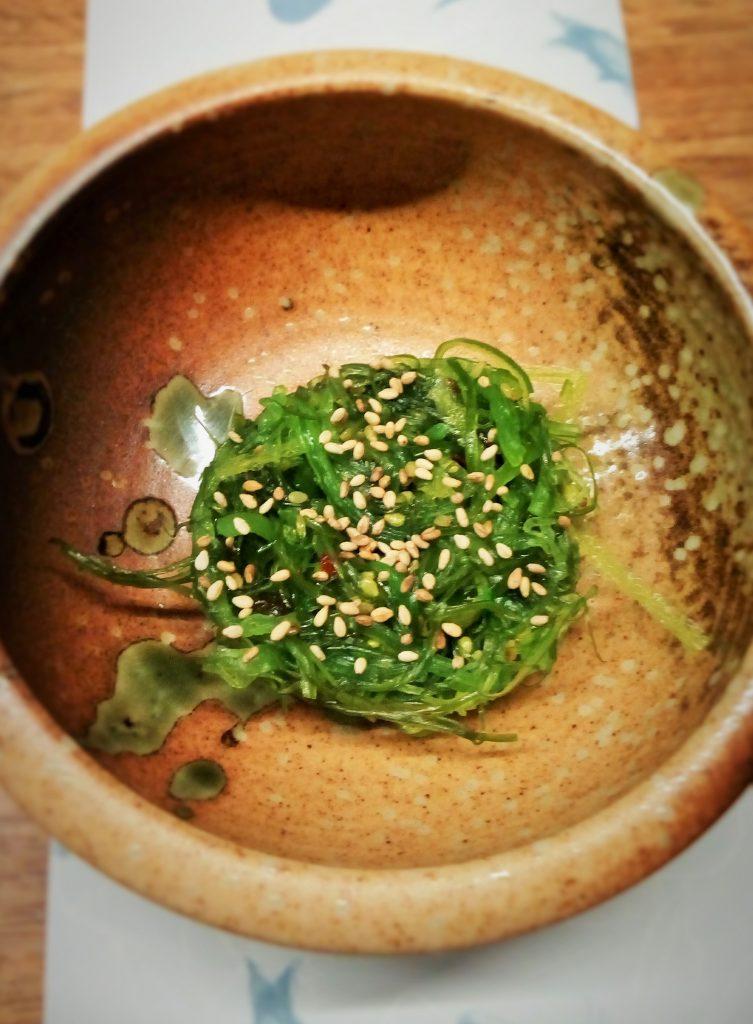 Ensalada de algas con sésamo