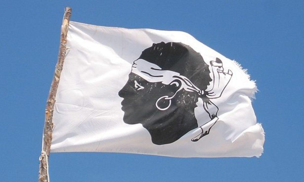Bandiera della Corsica: la storia della testa mora