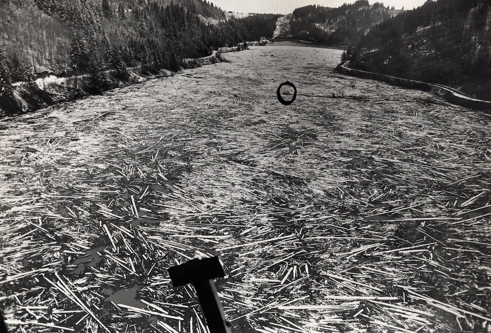 1964-flood-log-jam-at-North-Fork-dam.JPG