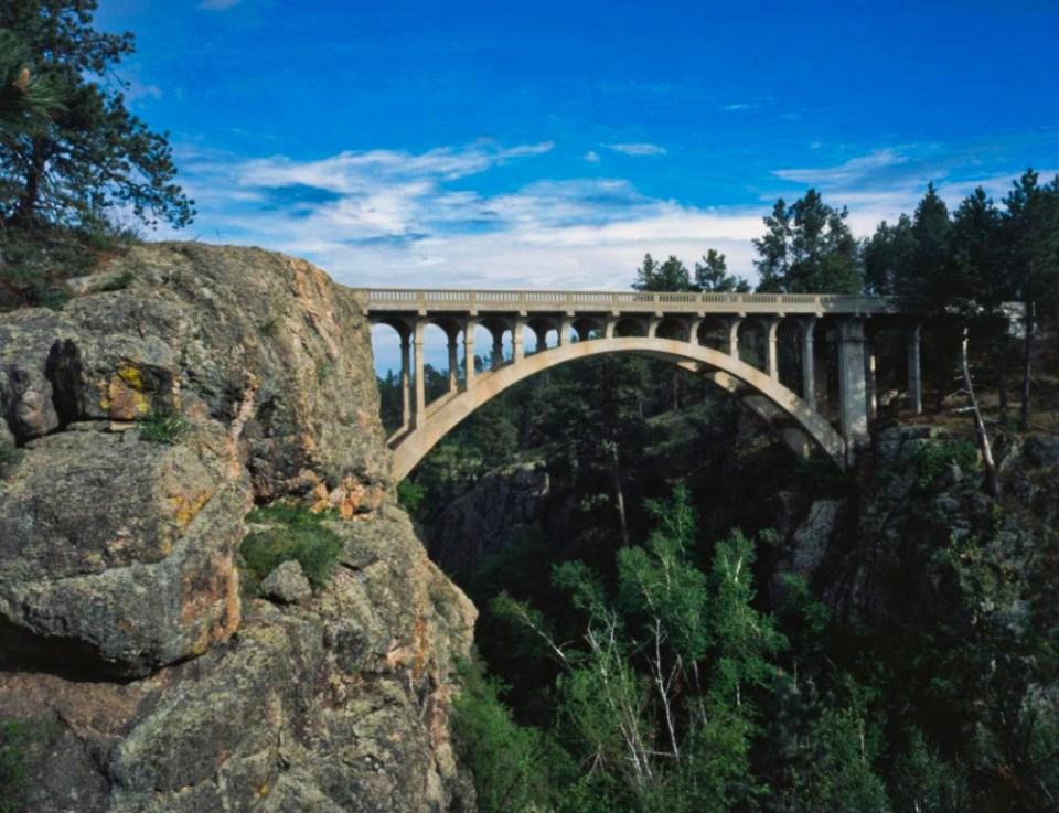Beaver Creek Bridge - deck arch bridge built of concrete and steel