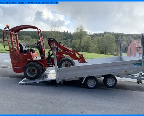 Radlader fährt auf Twin Trailer TT35-35