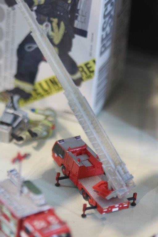 figure, figure museum, kaiyodo, miniature, 消防車, fire engine, radder, フィギュア, フィギュアミュージアム, 海洋堂, 海洋堂フィギュアミュージアム, 黒壁, 龍遊館,