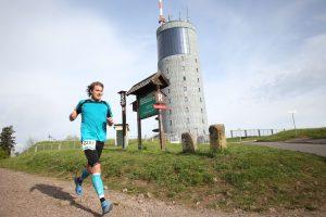 Fliegen über den Inselsberg // Foto www.rennsteiglauf.de