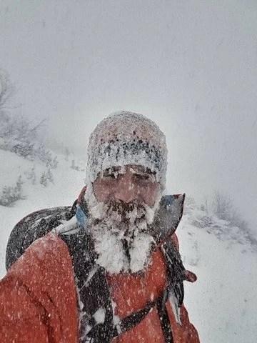 Florian Grasel, ja unter dem Eispanzer ist ein Bart!