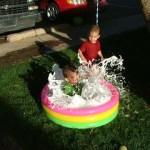 Hoạt động ngoài trời cho trẻ mẫu giáo: Chơi với bể bơi thông minh