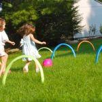 Hoạt động ngoài trời cho trẻ mẫu giáo: Đá bóng vào vòng tròn