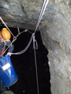 Releasable abseil set up